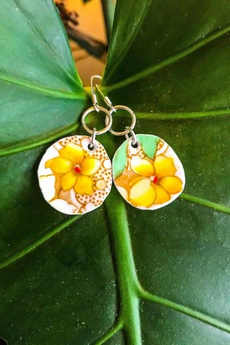 Sweet vintage YELLOW white FLOWER china earrings