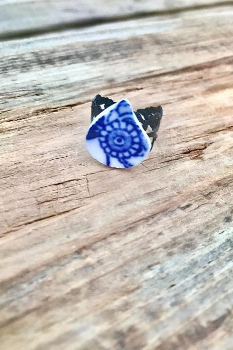 Sweet Vintage blue & white china ring