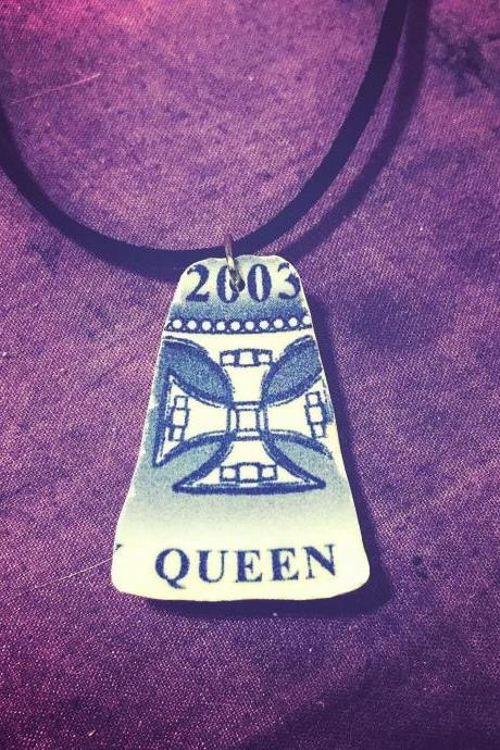ViNTAGE BONE CHINA Queen blue Pendant